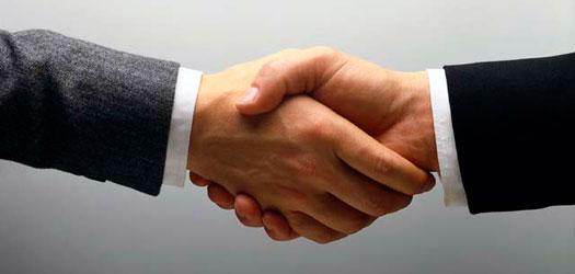 20100824-shaking-hands